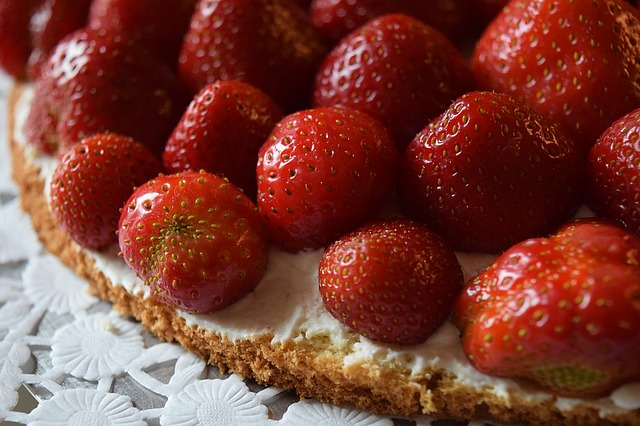 strawberries-1423856_640